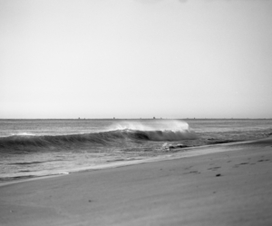Image of a breaking wave on a New Jersey coast
