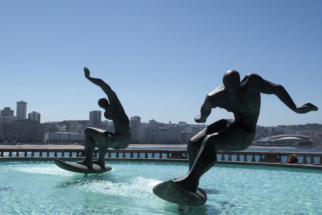 A picture of Fuente de los Surfistas in A Coruña