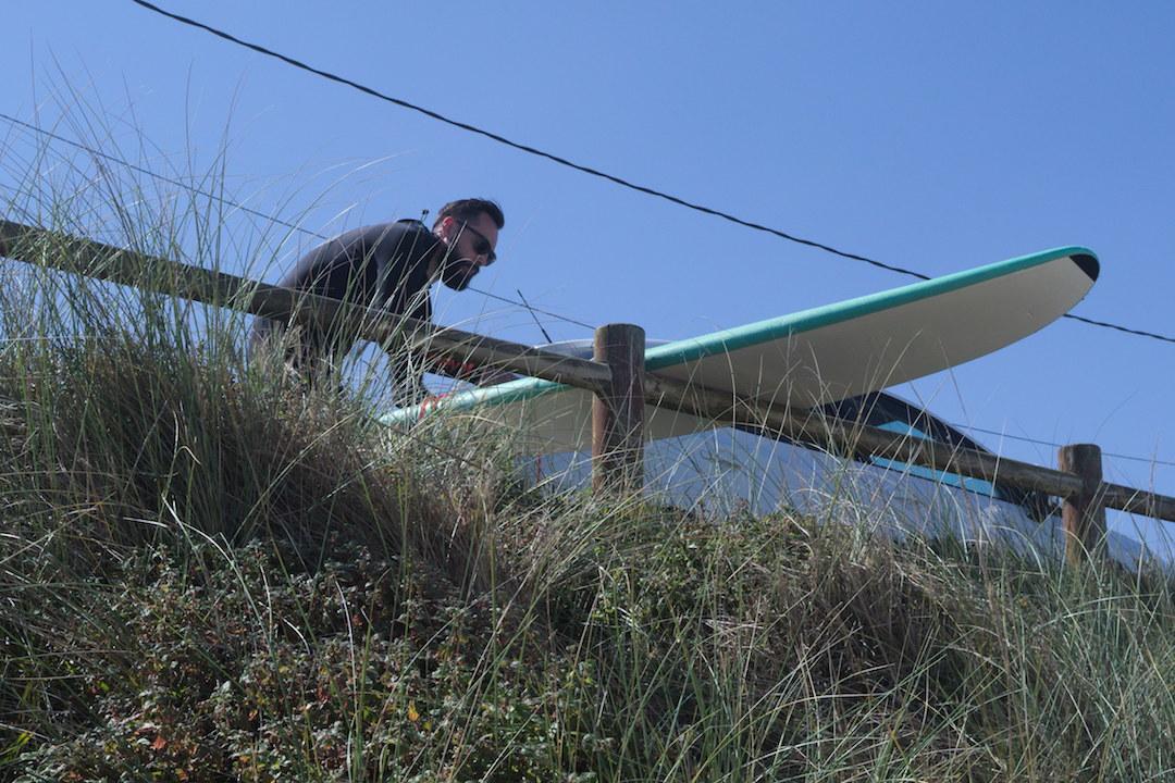 Son of a Beach blogger preparing his board on Razo beach