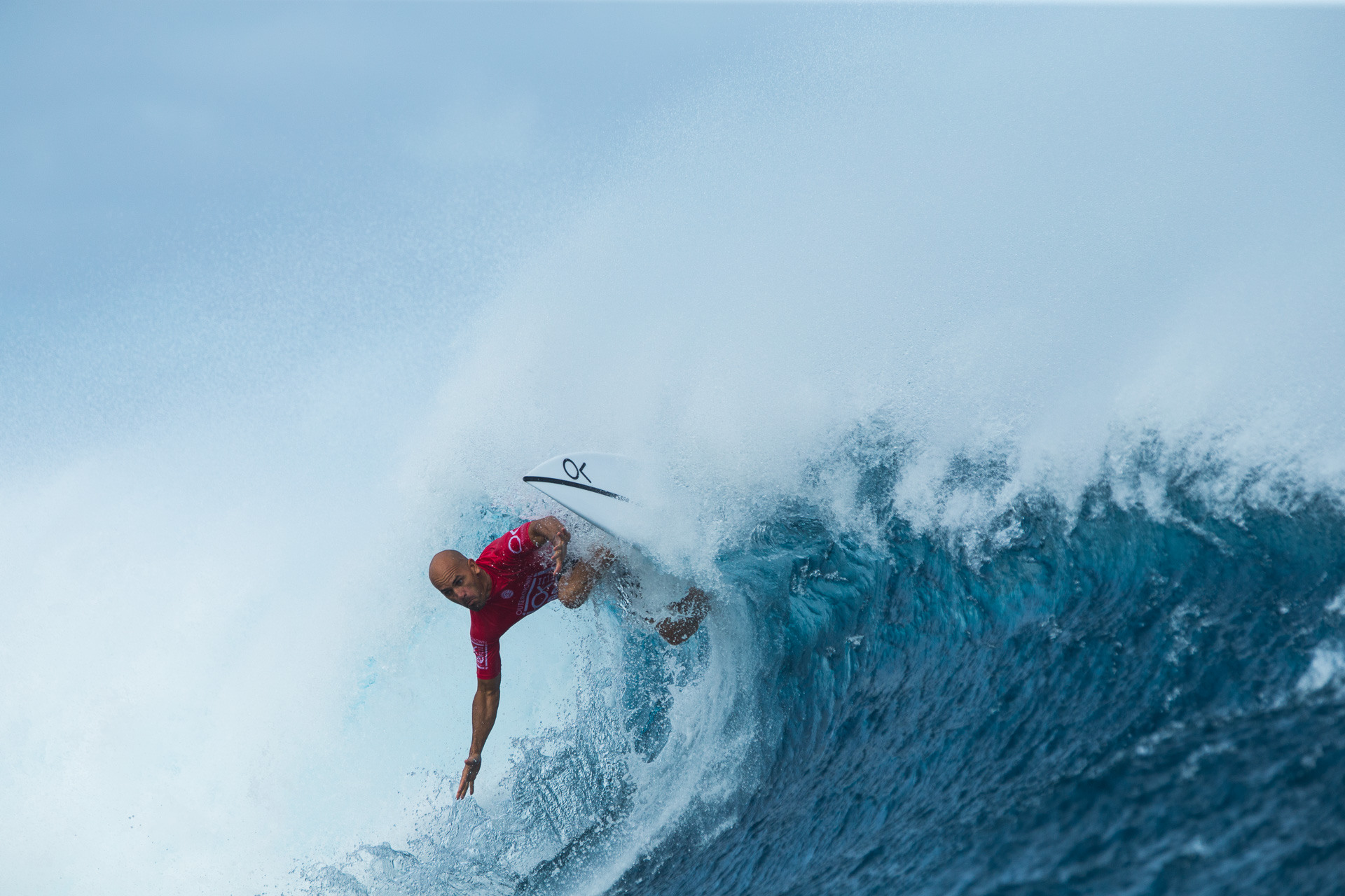 Picture of Kelly Slater on a wave during the 2017 Fiji Pro contest
